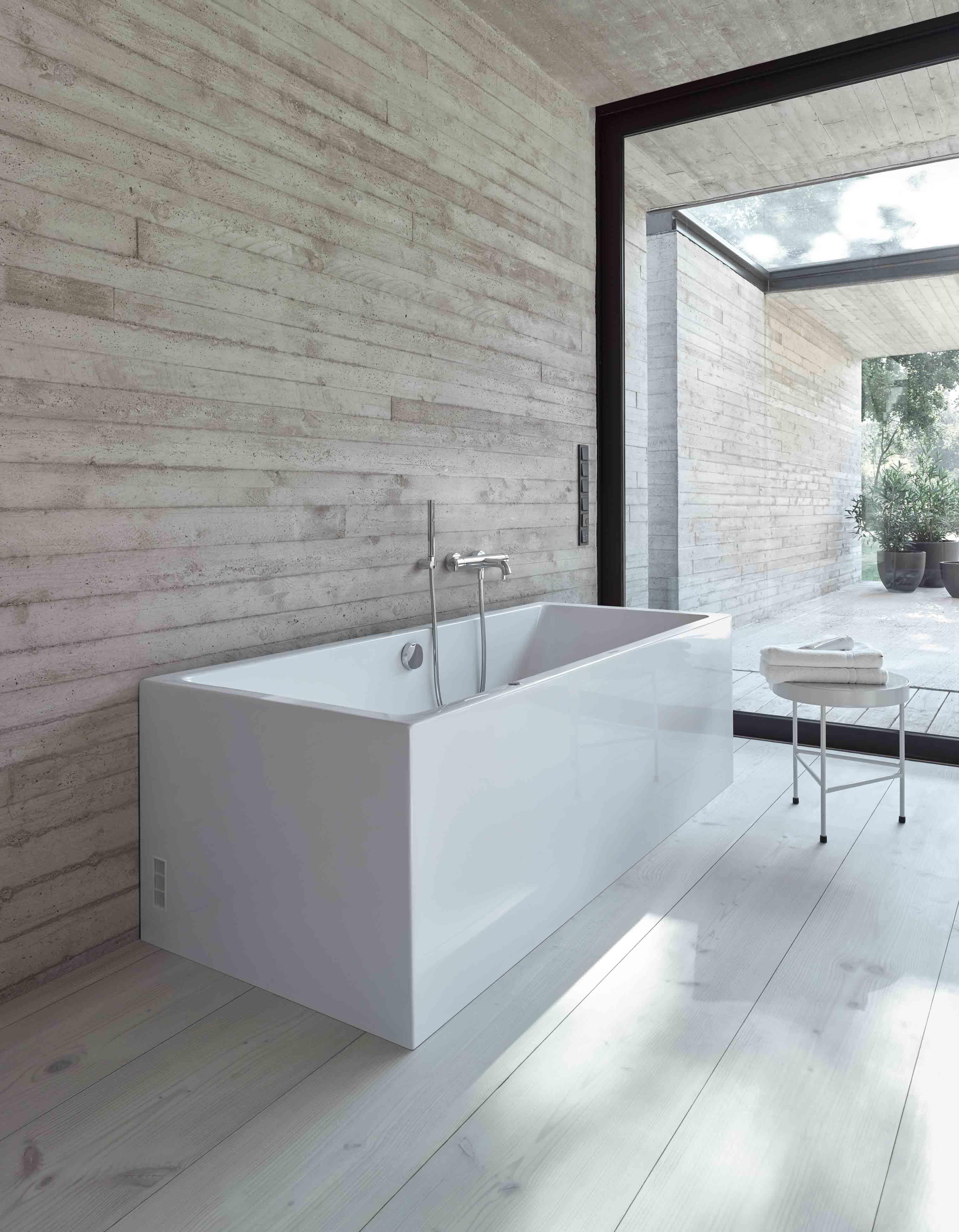 Luxury Duravit Vero Bathtub Festooning - Bathroom and Shower Ideas ...